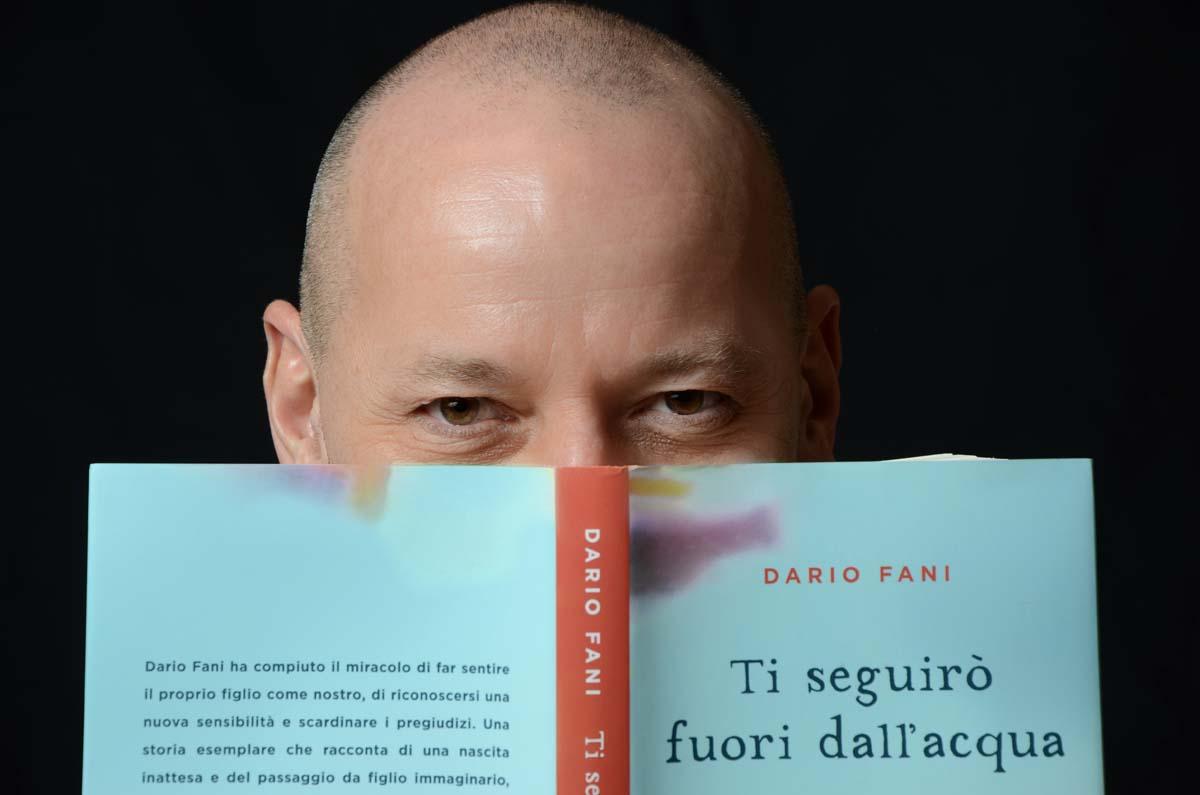 Dario Fani con il suoi libro