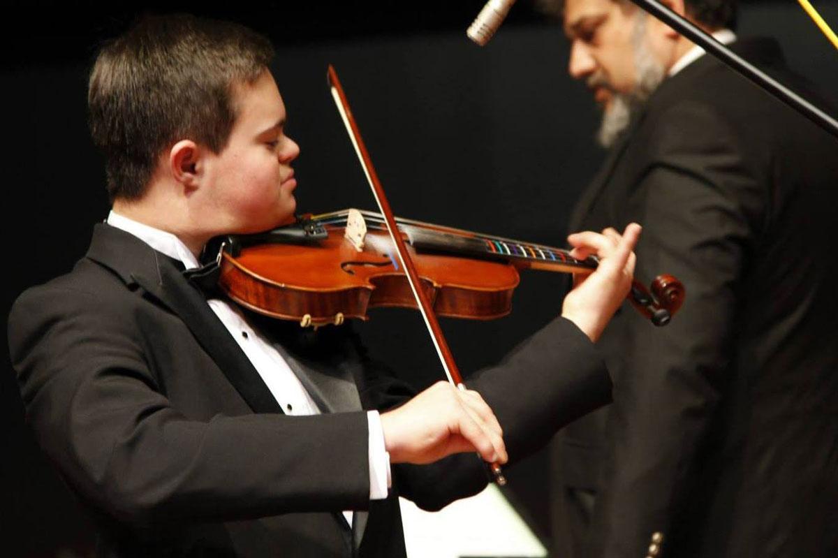 Emmanule Bishop al violino - Foto © Gökçem