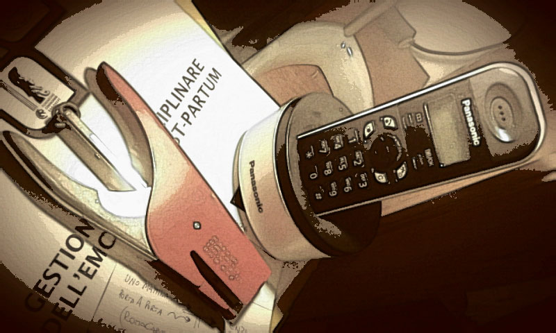 Scrivania e telefono, per chiamare un editor...
