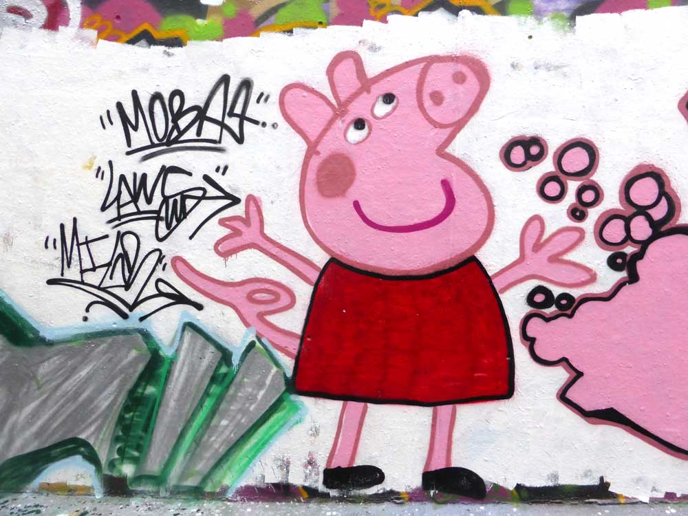 Un graffito di Peppa PigUn graffito di Peppa Pig / CC BY-NC 2.0 Duncan C
